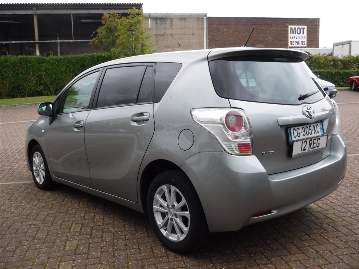 toyota verso 2 0 d4d skyview 7 seats 2012 for sale at the lhd place basingstoke uk